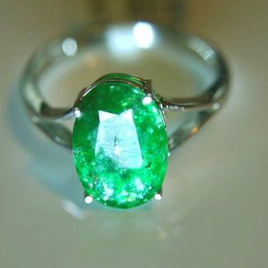 Emerald 3.29ct Solid 18K White Gold Ring